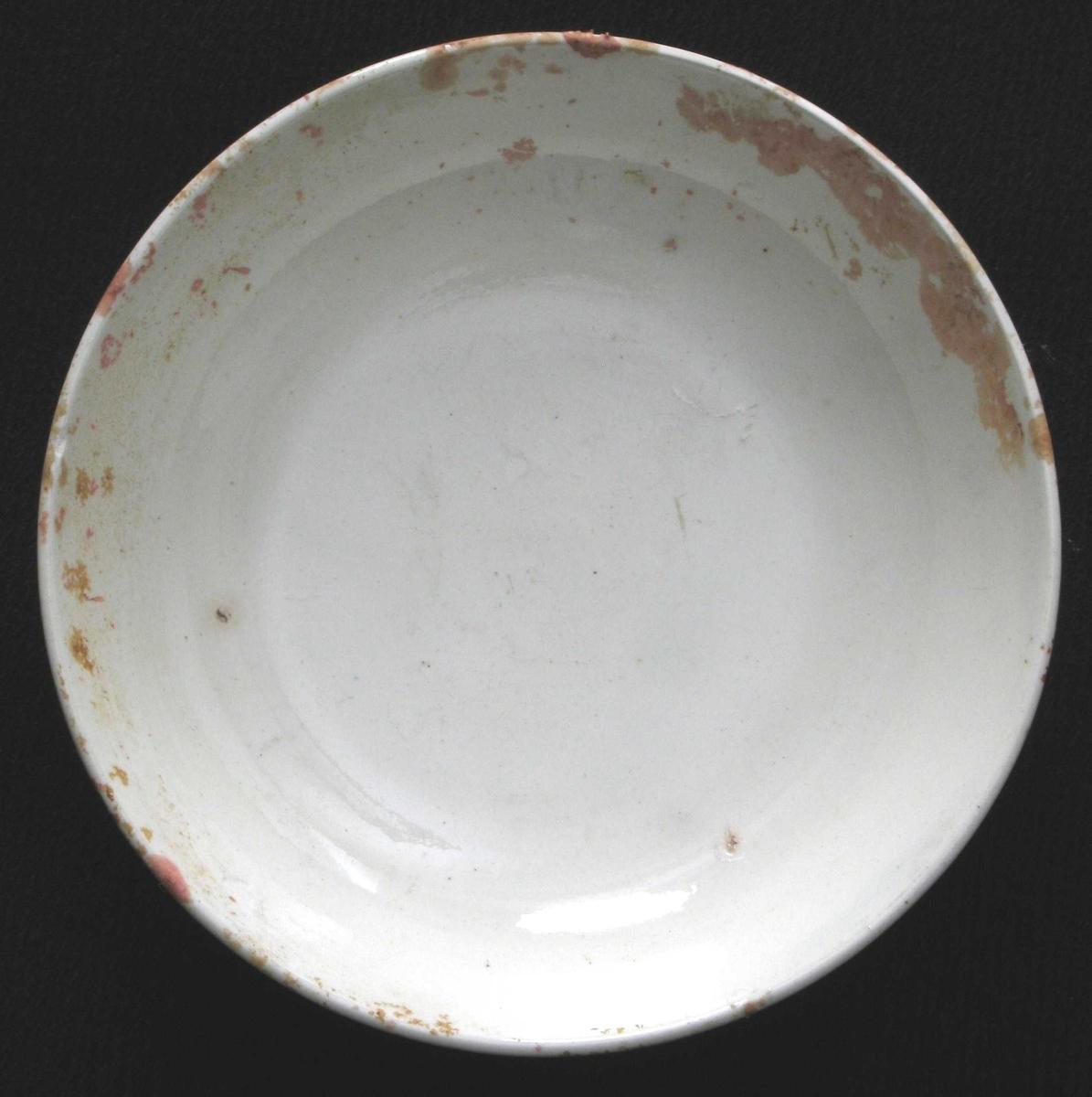 Skål, creamware,  stemplet:   SEWELL  Litt dyp  skål, uten markert brem.   Tilstand: noen lyse gråblå flekker og litt belegg.