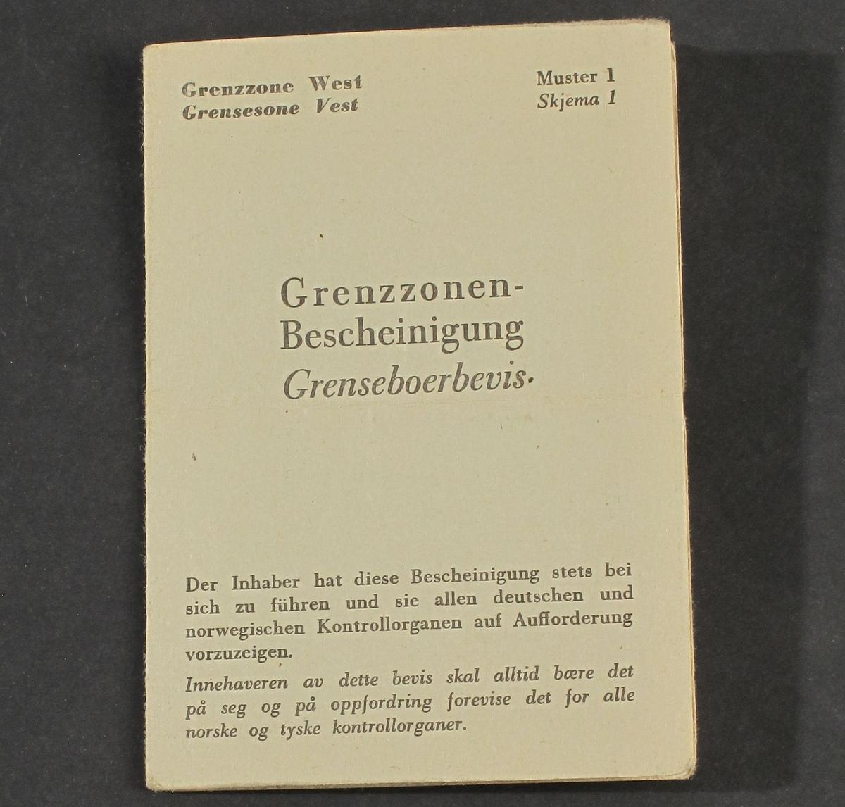 Dokument fortrykt på grønnfarget tynn kartong. A5 format, brettet til A6. Utfylt med blekk, med foto.  utstedt 21/9 1940.  Tilstand: Slitt og fillet.