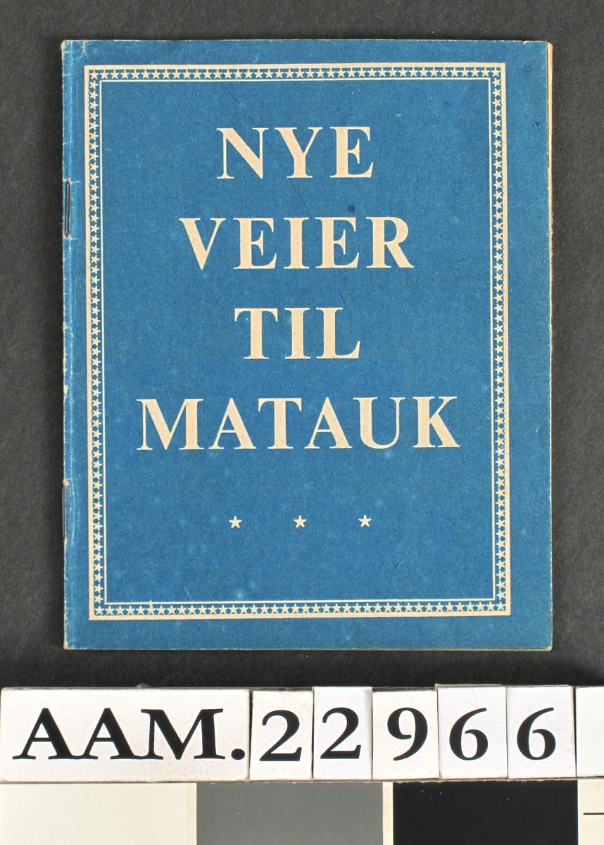 """Flyveblad med kamuflasjeomslag, 1943.  Blått ytre omslag, tekst:  Nye veier til matauk."""""""