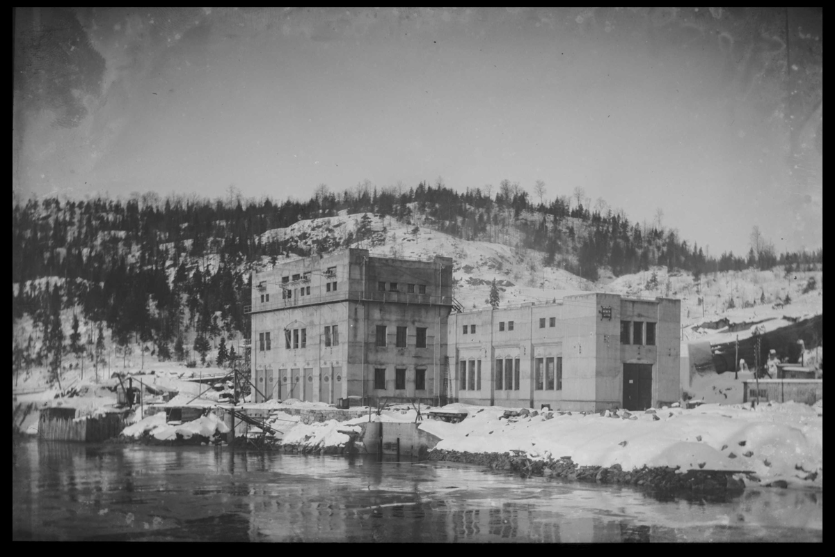 Arendal Fossekompani i begynnelsen av 1900-tallet CD merket 0469, Bilde: 15 Sted: Bøylefoss Beskrivelse: Kraftstasjonsbygningen