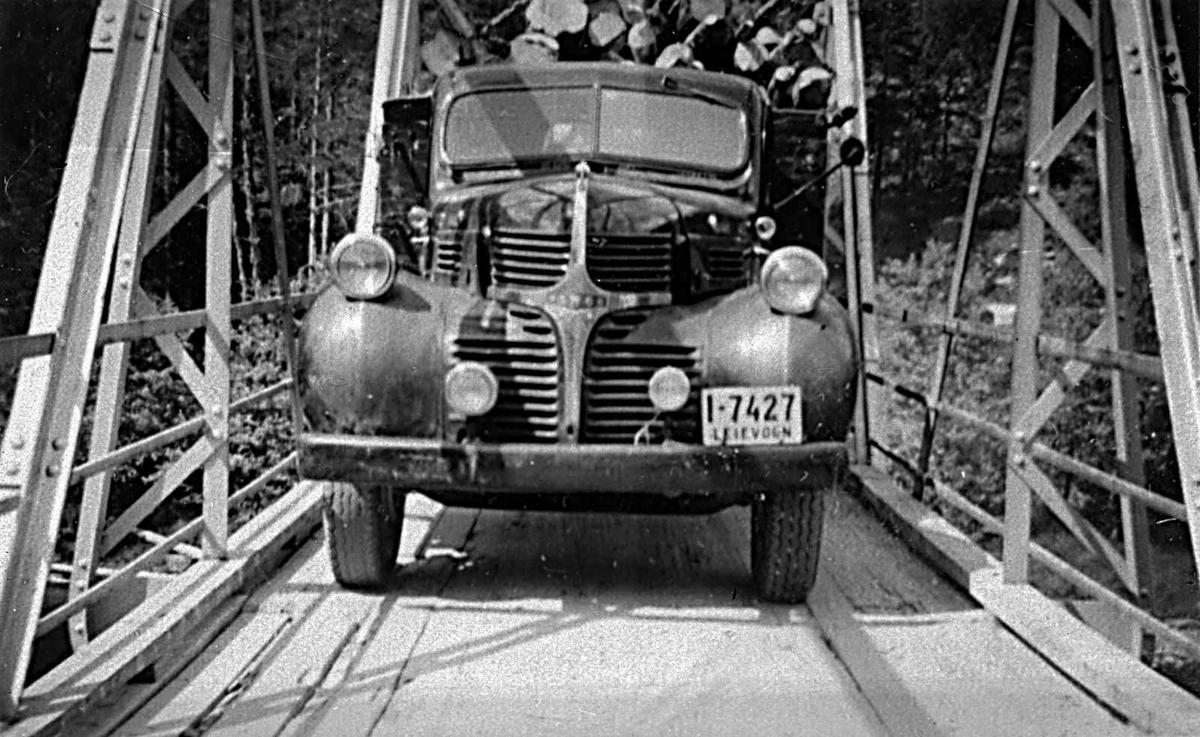 Åmlibilder samlet av Åmli historielag Tømmertransport på Gjøvdalsbroa