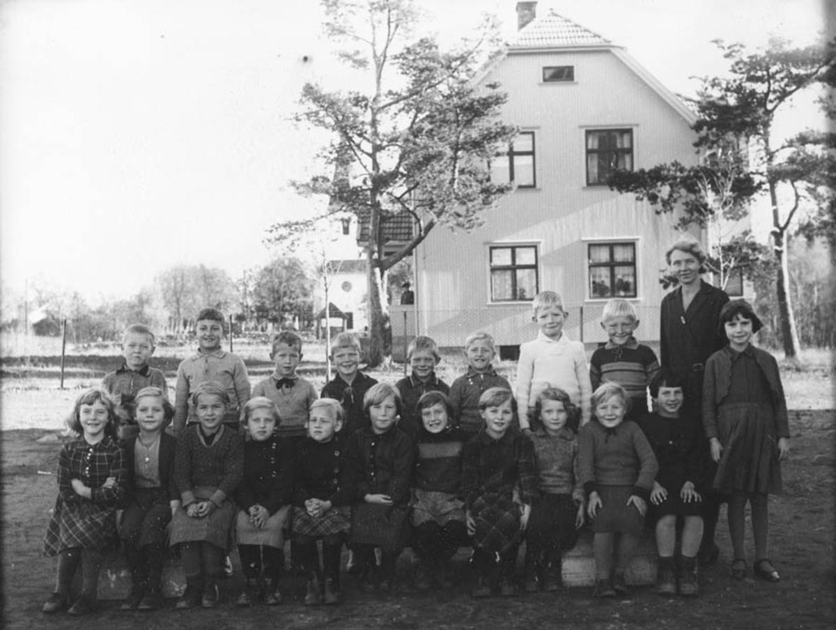 Skolebilde. Kontra skole. 1. klasse.