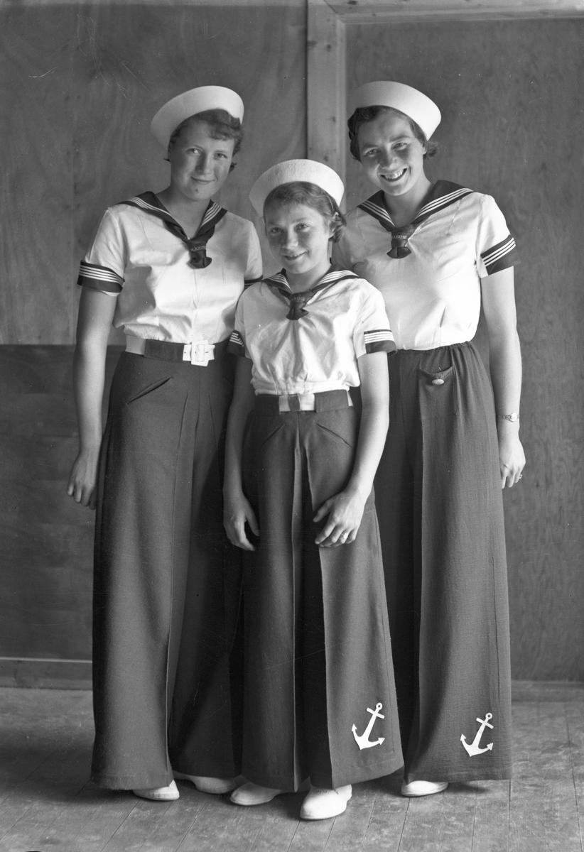 "3 jenter i matros""dress""."