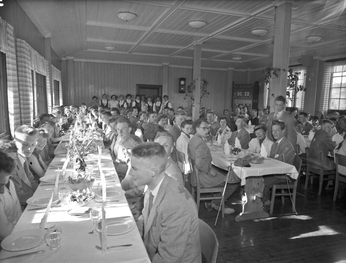 Middagsselskap for elever/russ ved ELG - Eidsvoll Landsgymnas.