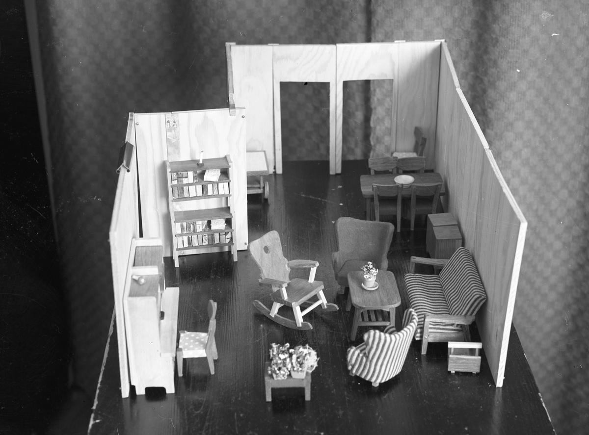 Møbler til dukkehus.