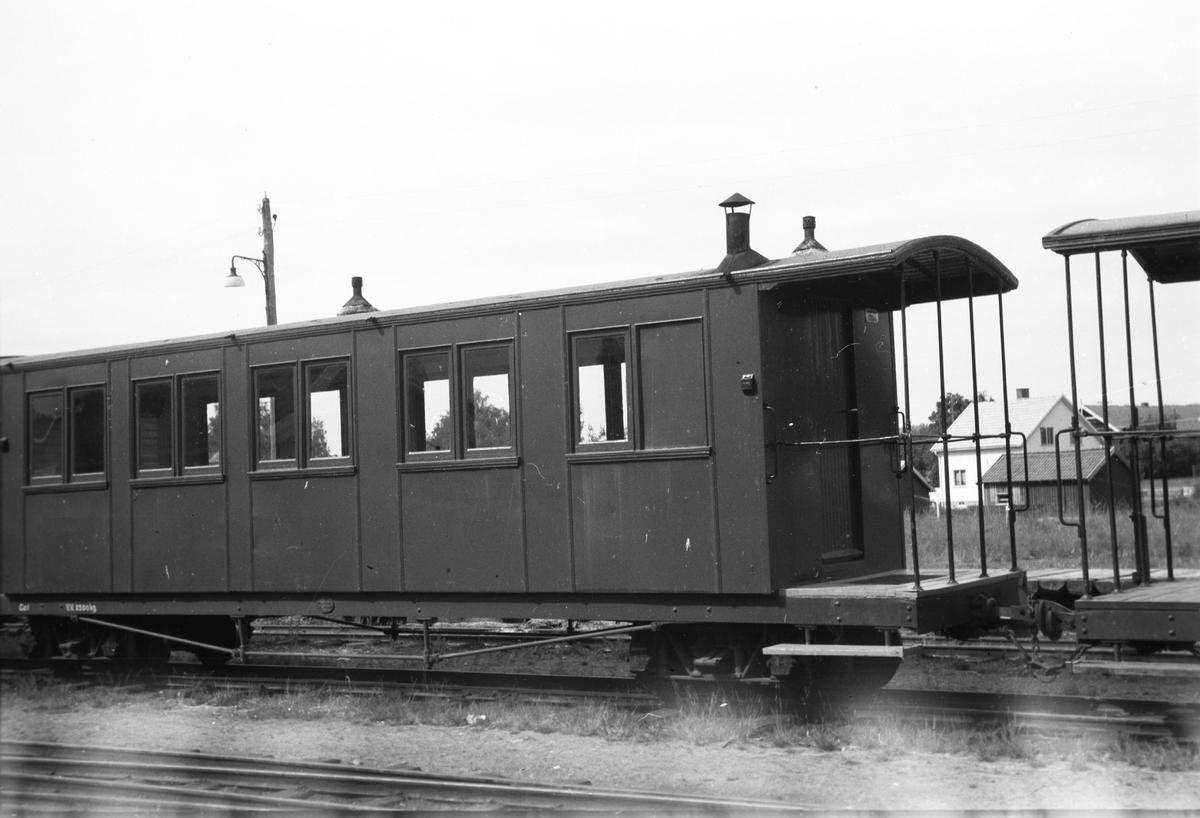 Hensatte vogner på Bjørkelangen stasjon.