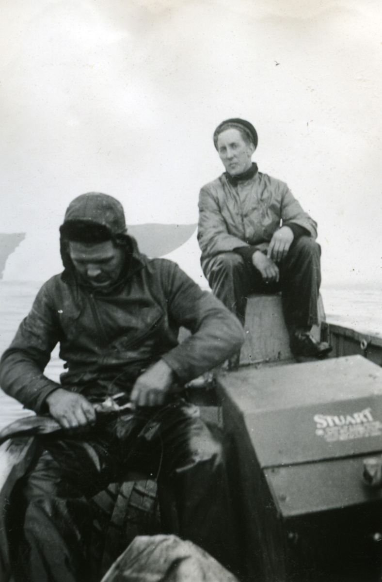 Album Ubåtjager King Haakon VII 1942-1946 Forskjellige bilder. Fiske utenfor St. John's NFLD.