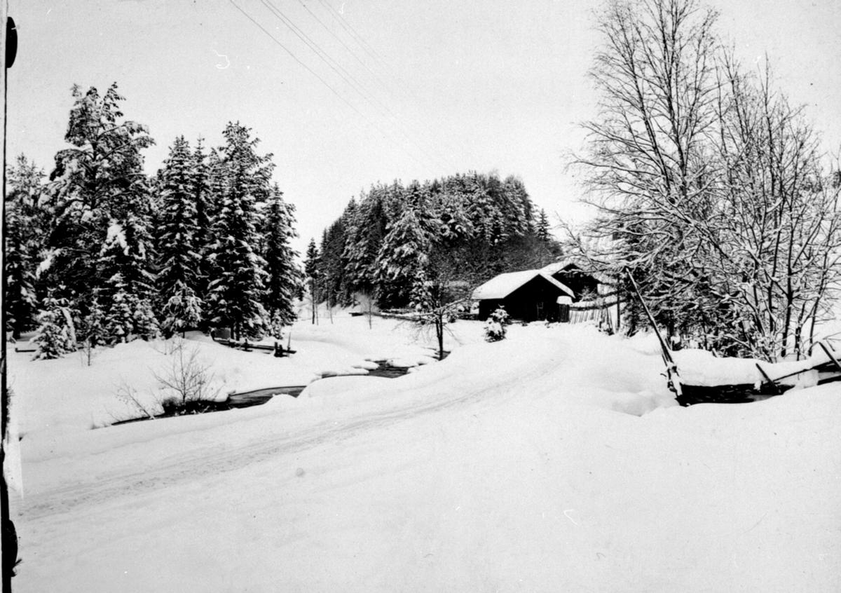 Den gamle vegen mellom Moelv og Næroset, eksteriør Nysvea nedre, nedenfor Kvisla mølle, Næroset, Ringsaker.