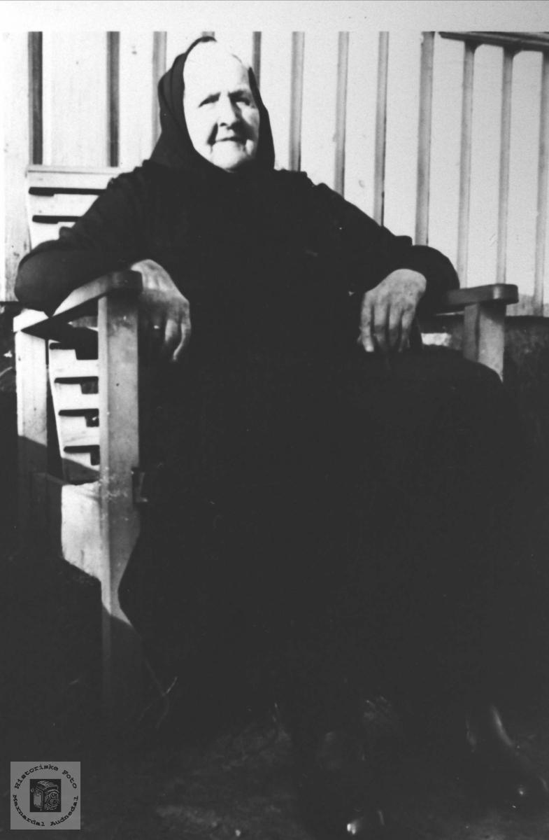 Portrett av Guri Birketvedt, gift Rasmussen