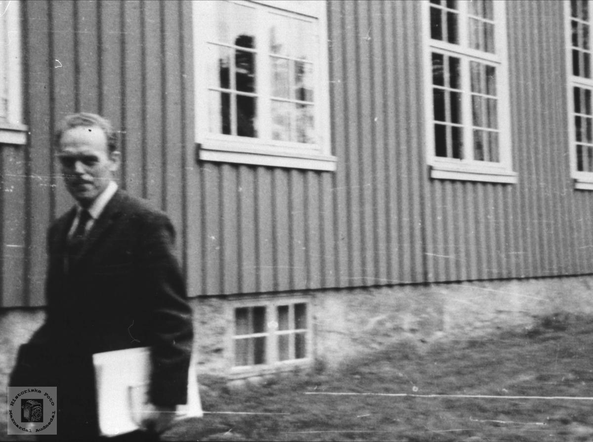 Rektor Ragnar Stennes på Høgtun, Øyslebø.