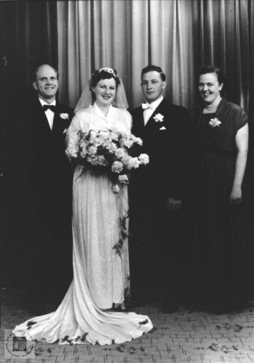 Brudebilde med forlovere Regevik Birkeland, Øyslebø.