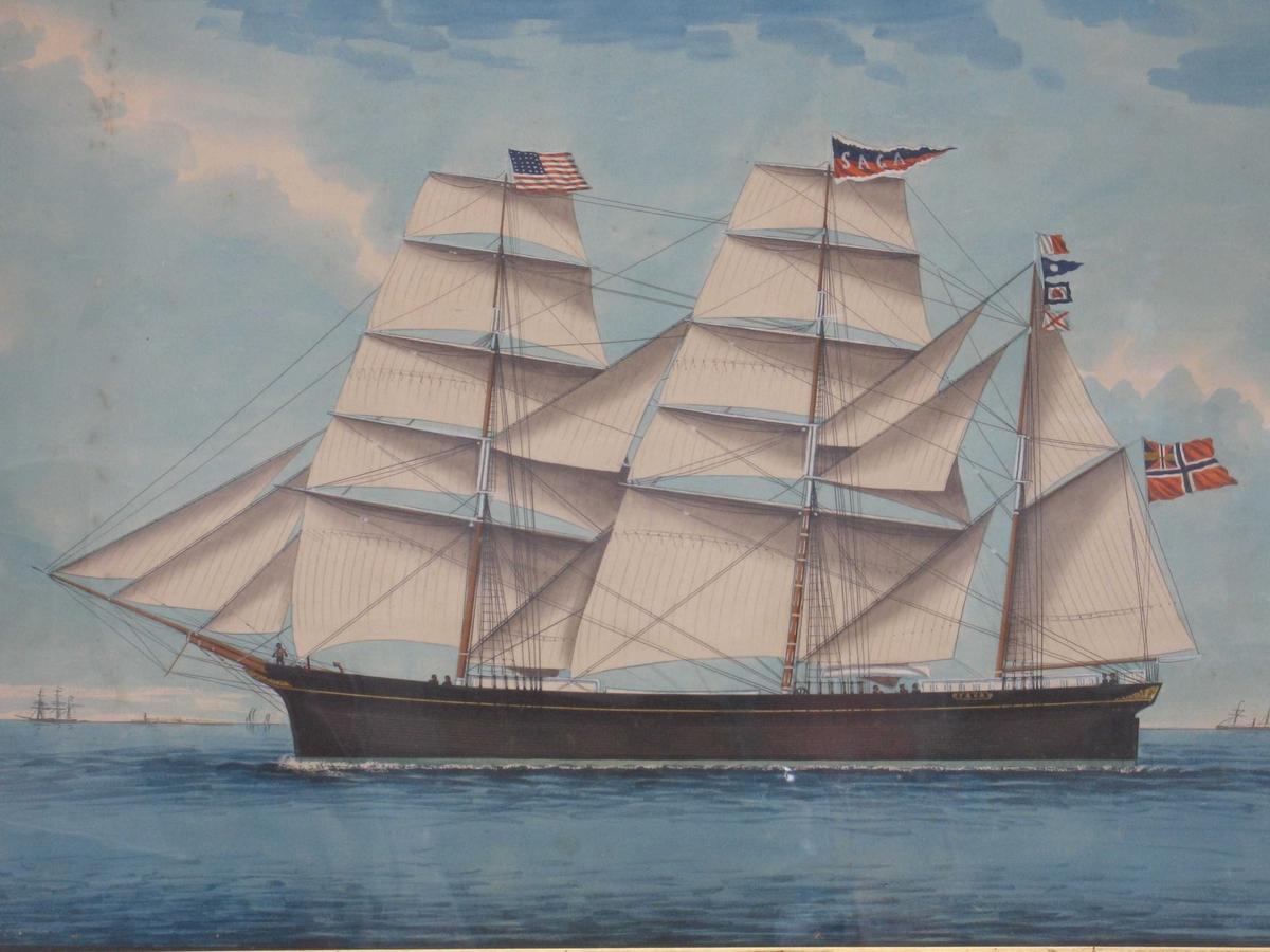 "Bark ""Saga"" af Arendal.  For fulle seil mot venstre, unionsflagg under gaffelen, amerikansk flagg  på formasten.  ""Saga"" m. hvite bokstaver i rød og blå vimpel m. bølget hvit kant."