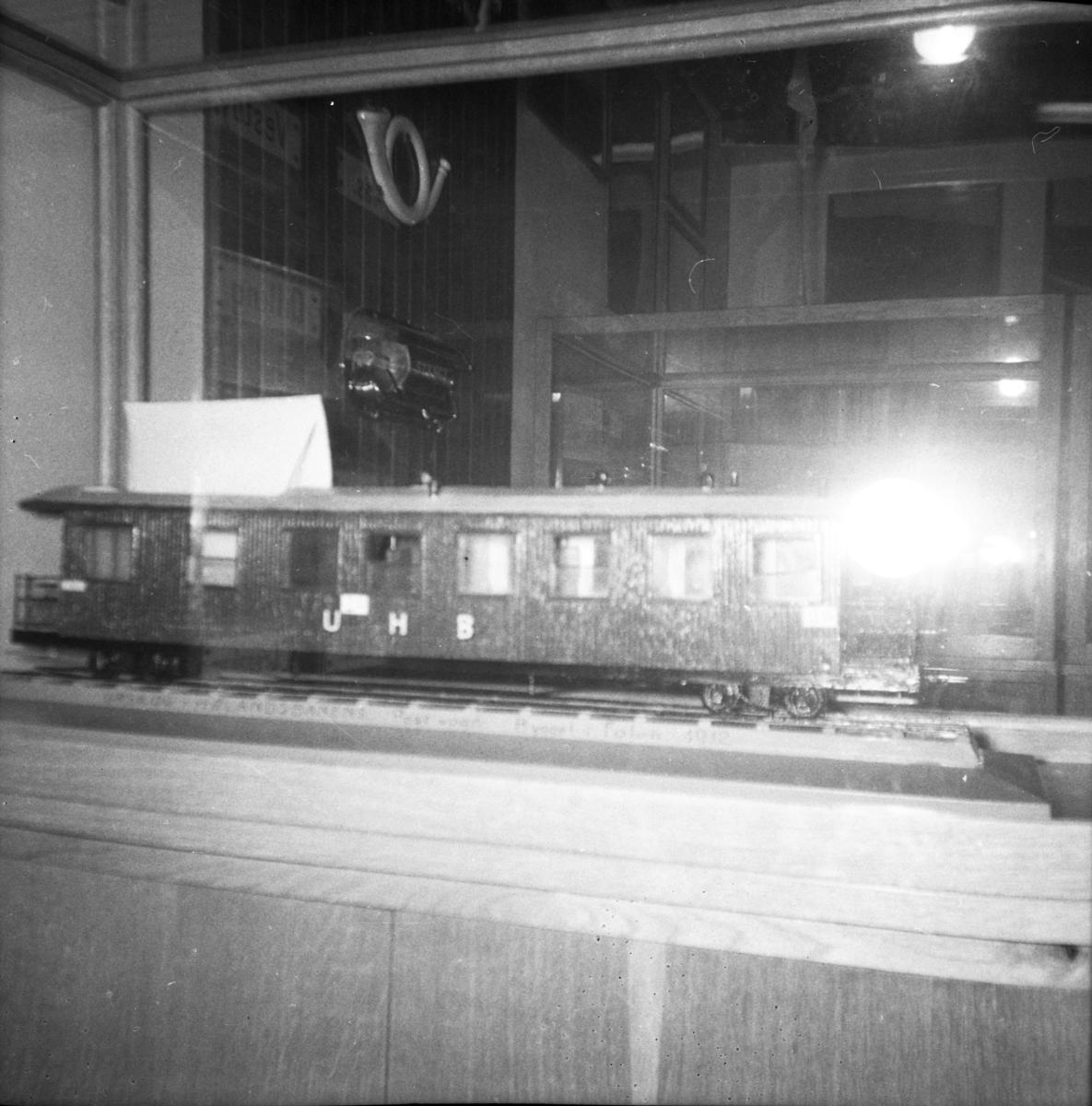 Postmuseets model av Urskog-Hølandsbanens vogn BCDo7.
