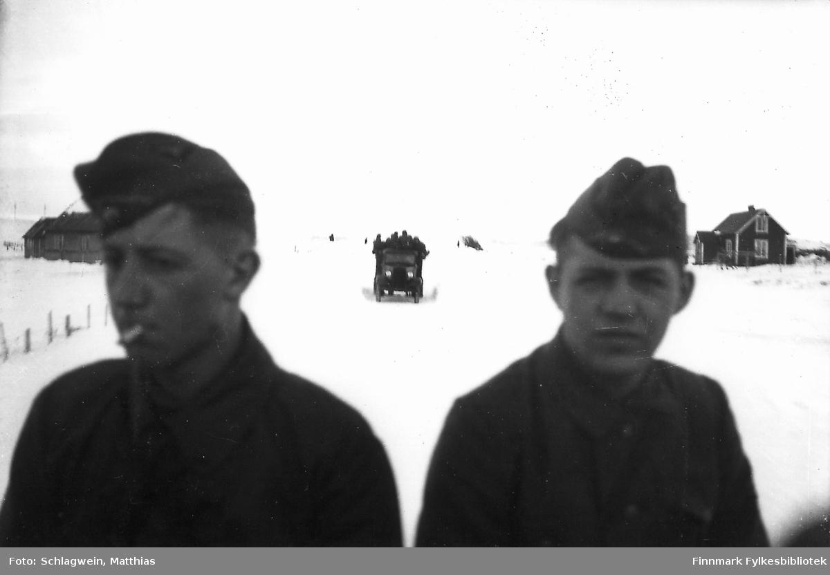 Bildet viser tyske soldater fotografert under transport i Kariel under krigen 1940-41.