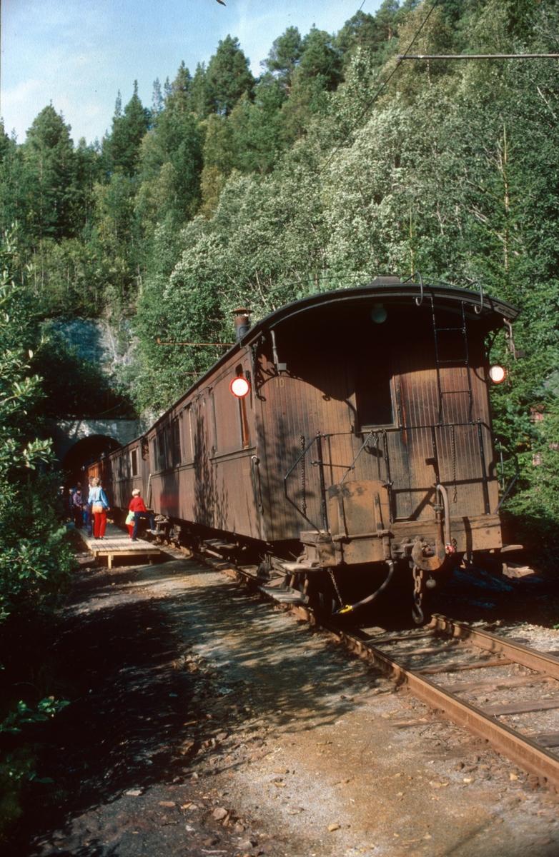 Museumstog fra Løkken til Svorkmo har stoppet på Klinghåmmårn.