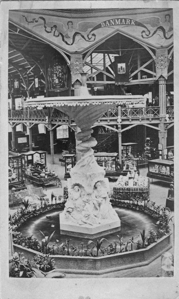 Molins fontän i Industripalaset under Industriutställningen i Stockholm 1866.