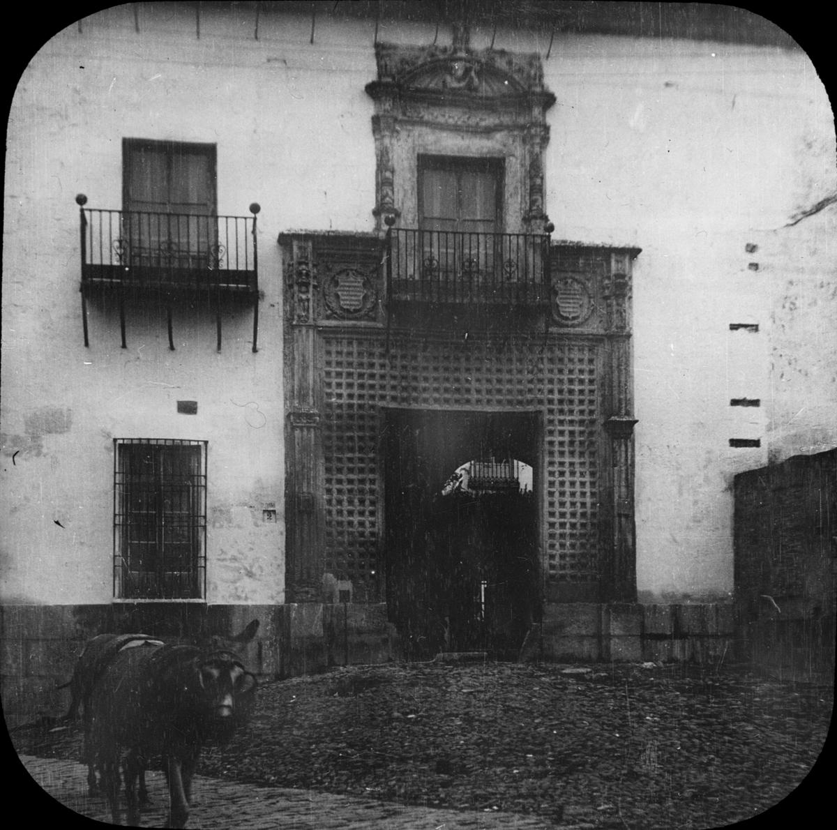 Skioptikonbild med motiv från Granada. Bilden har förvarats i kartong märkt: Granada 1910. Granada 9. N:8.