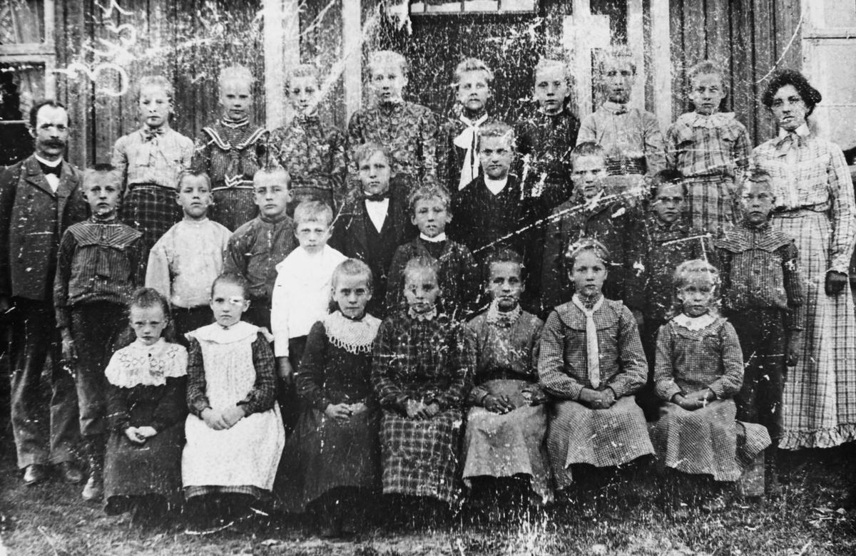 Gruppebilde fra Fagerli skole ved Mangen, ca. 1904-05.