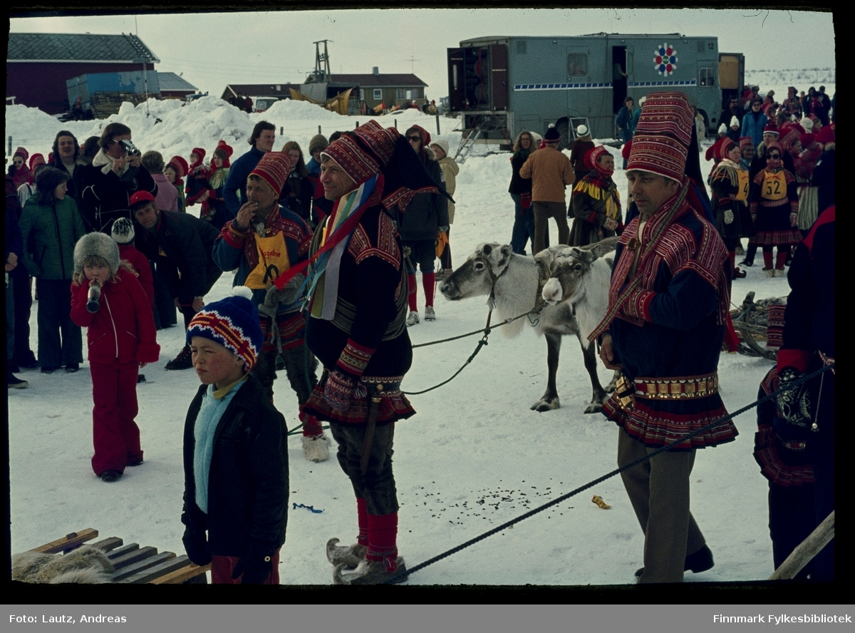 Kautokeino i 1975. Reinkappkjøring i påsken.