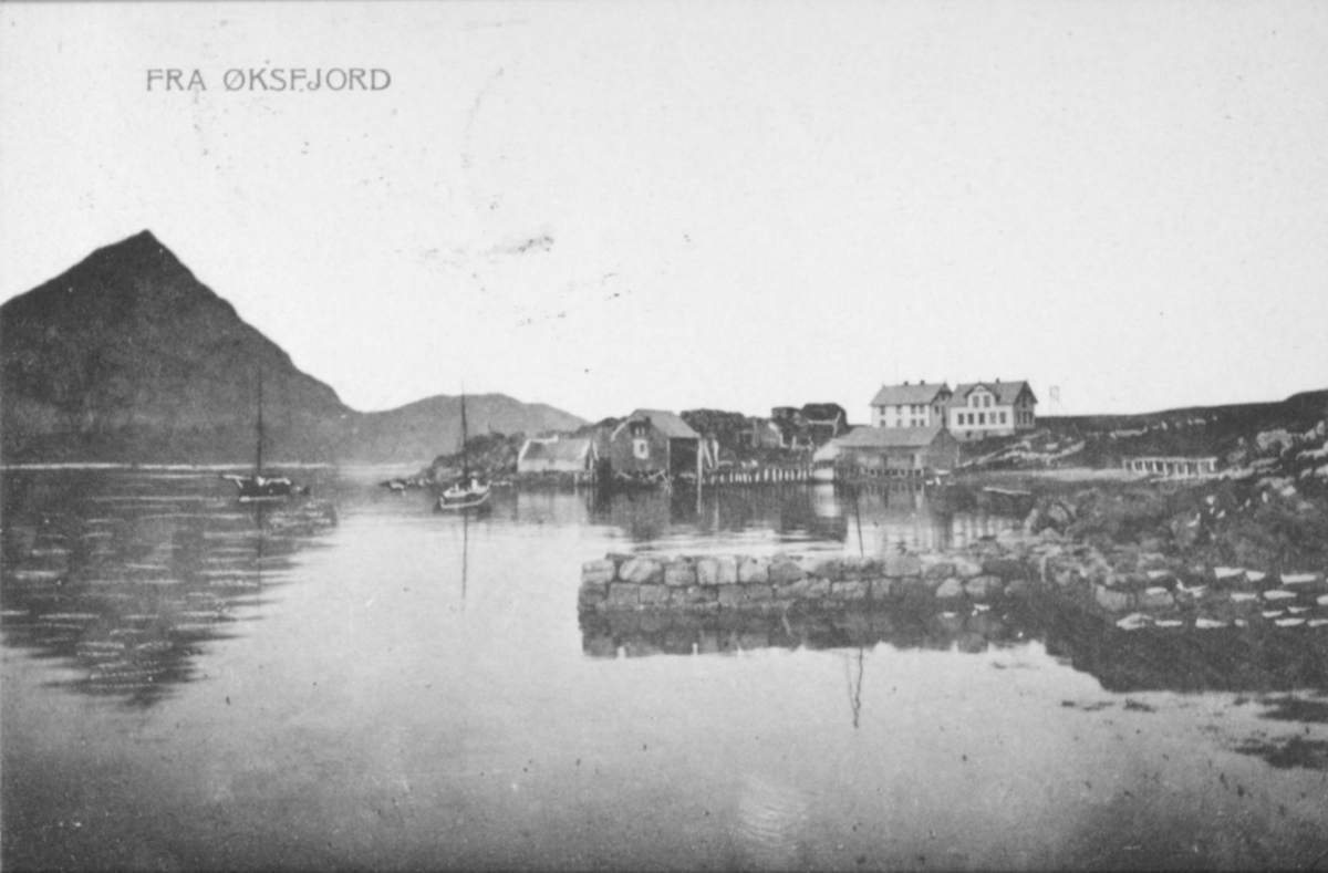 Postkort med påtrykt tekst: 'Fra Øksfjord'