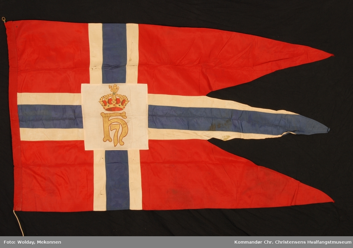 Håkon 7. emblem m/krone og riksløve i sentrum