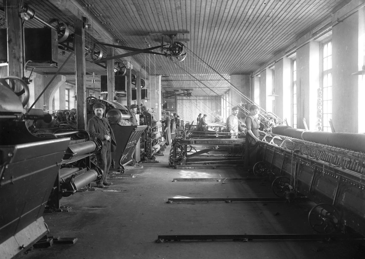 Interiör från Karlstads Spinneri & Väveri på en bild från början av 1920-talet.