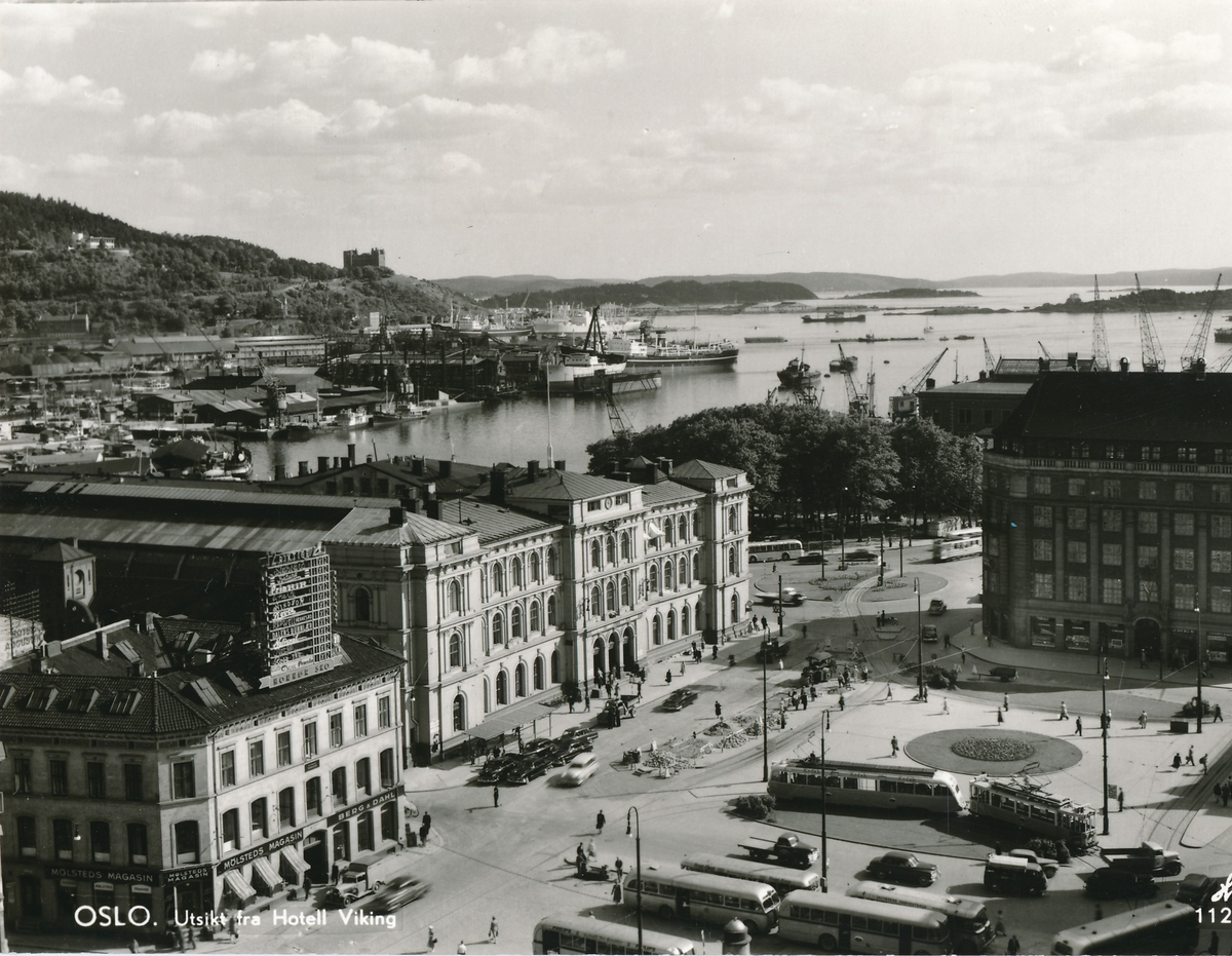Jernbanetorget og Oslo Østbanestasjon. Utsikt fra hotel Viking.