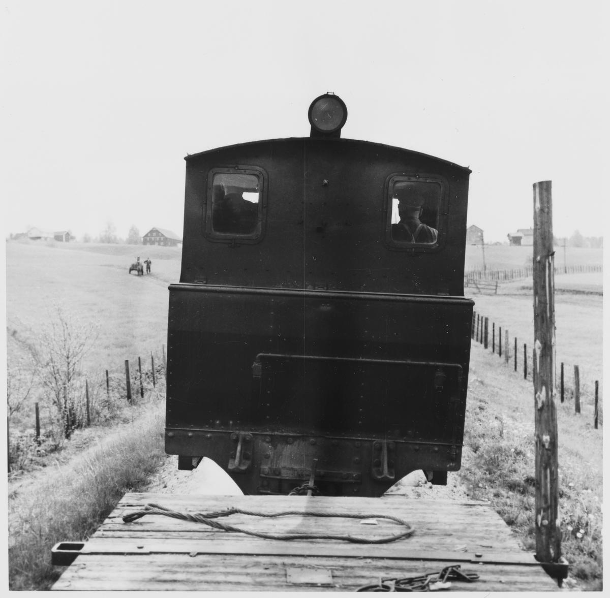 Tog 2051 til Skulerud på vei opp Harkerudbakken