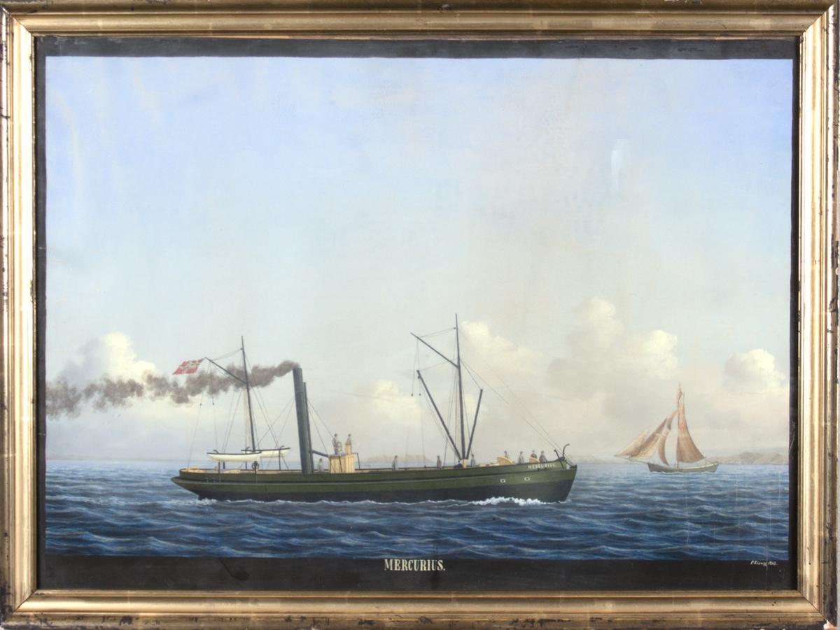 Dampskipet MERCURIUS for full damp. Norsk flagg med unionsmerke i mesanmast. Jekt til høyre i motivet. 10 mann på dekk og to livbåter.