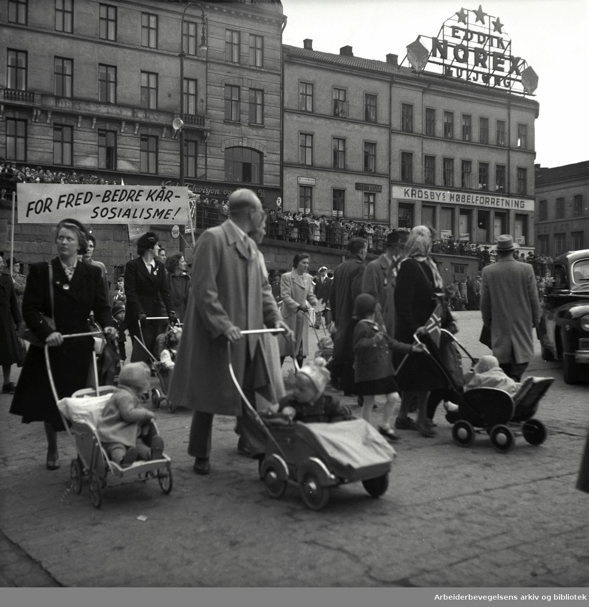 1. mai 1952, kommunistenes tog på Youngstorget.