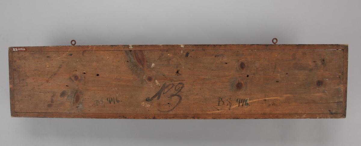 Halvmodell av tremastet skonner på 170 commerslest  montert på treplate.