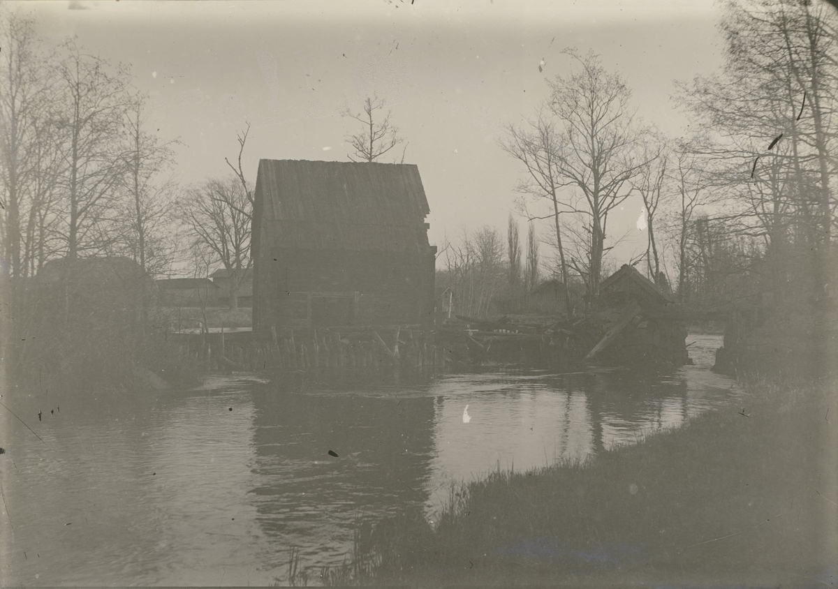 Krutkvarnar vid ån 1890-talet. Alla senare bortrivna.