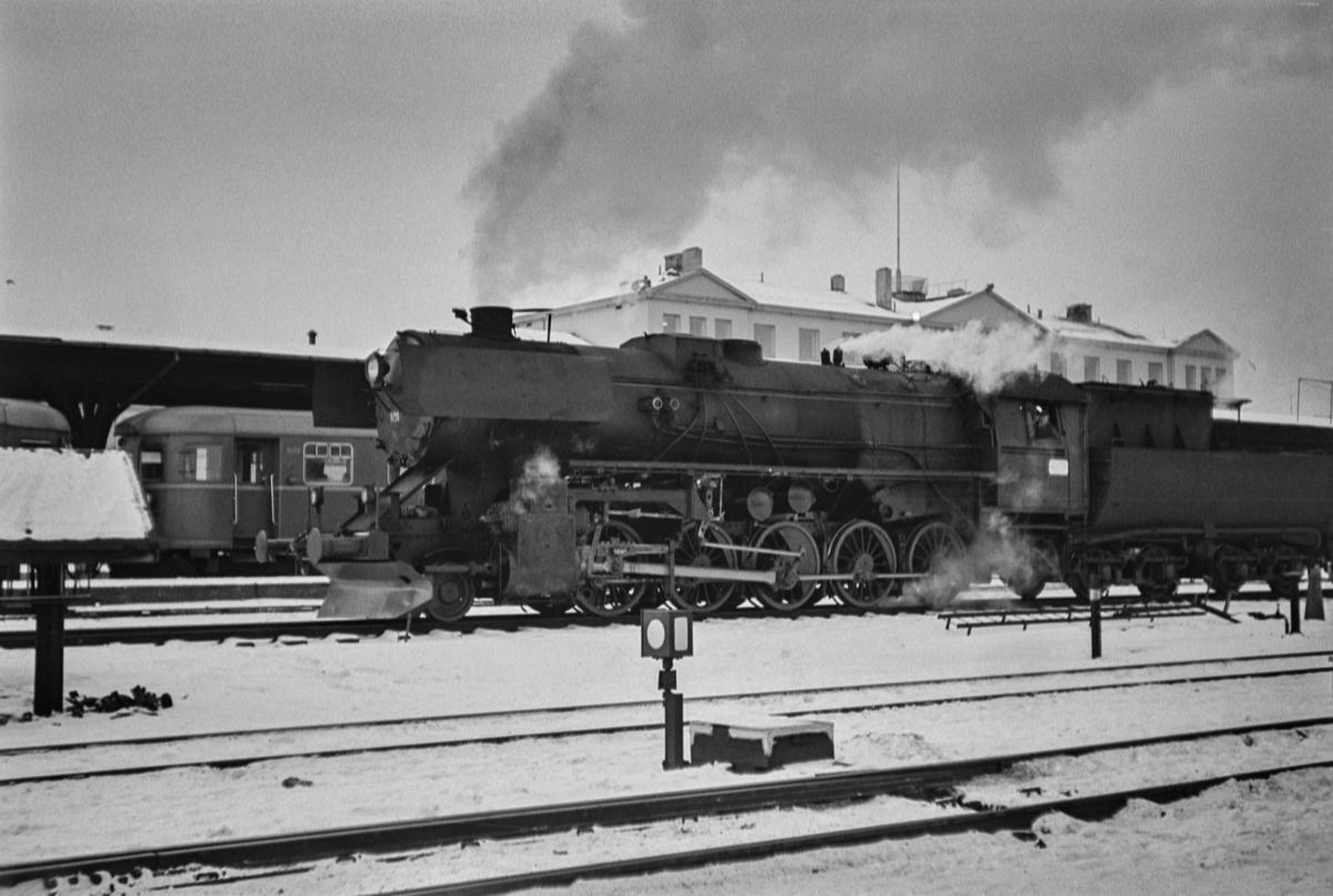 Damplokomotiv type 63a nr. 1101 på Trondheim stasjon.