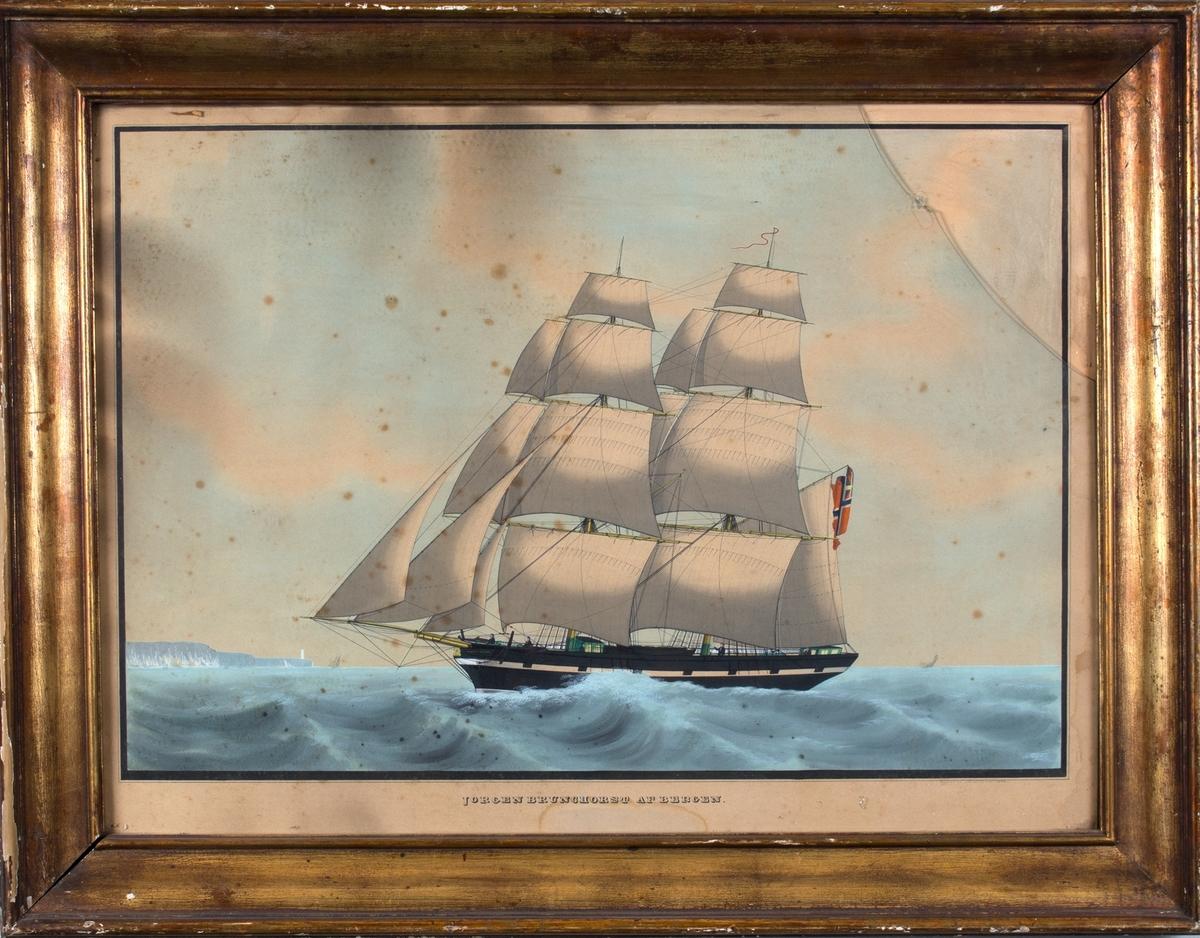 Skipsportrett av brigg JØRGEN BUNCHORST. Skipet fører norsk flagg med svensk-norsk unionsflagg og har malte kanonporter. Til venstre i motivet sees muligens de hvite klippene i Dover og det ene fyrtårnet ved South Foreland.
