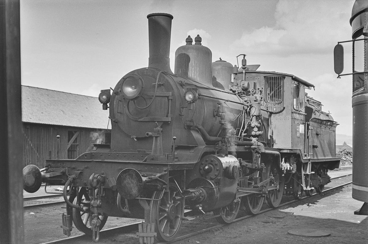Damplokomotiv type 21c nr. 377 på Kongsvinger stasjon. .