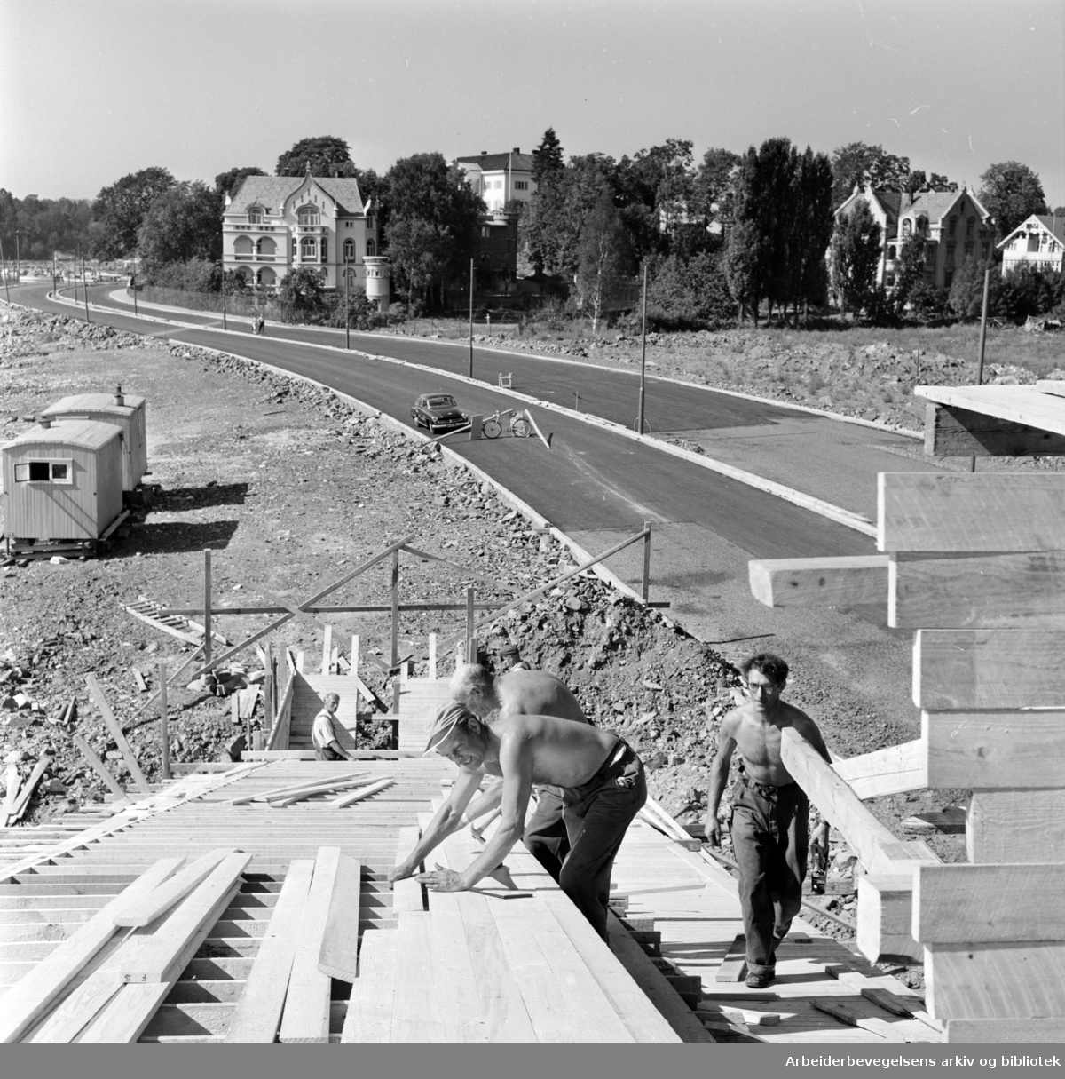 Strandpromenaden. Strekningen Skarpsno - Filipstad snart kjøreklar. August 1959