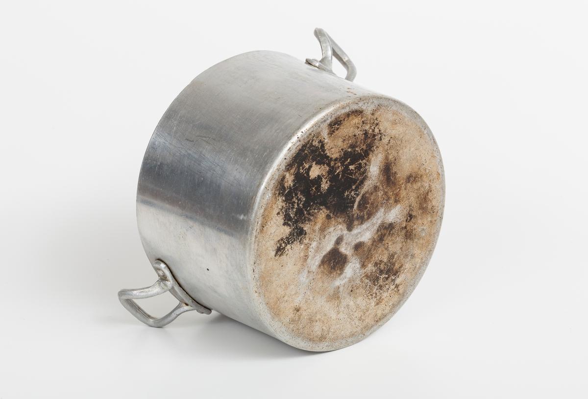 Aluminiumskjele med hanker, uten lokk.