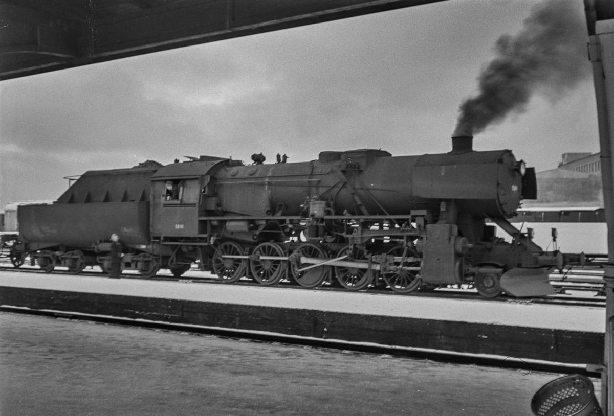 Damplokomotiv type 63a nr. 5841 på Trondheim stasjon.