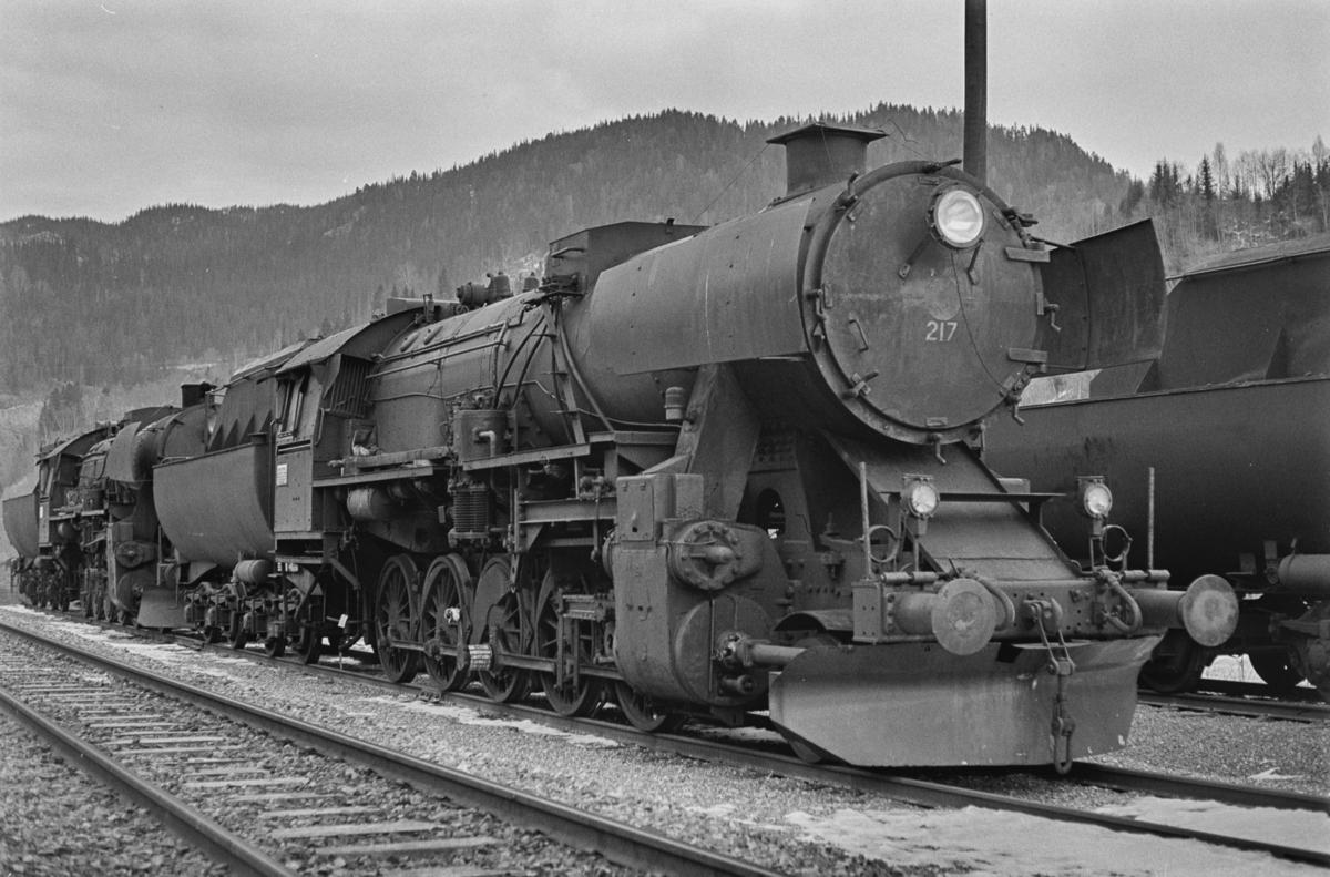 Hensatt damplokomotiv type 63a nr. 217 på Støren stasjon.