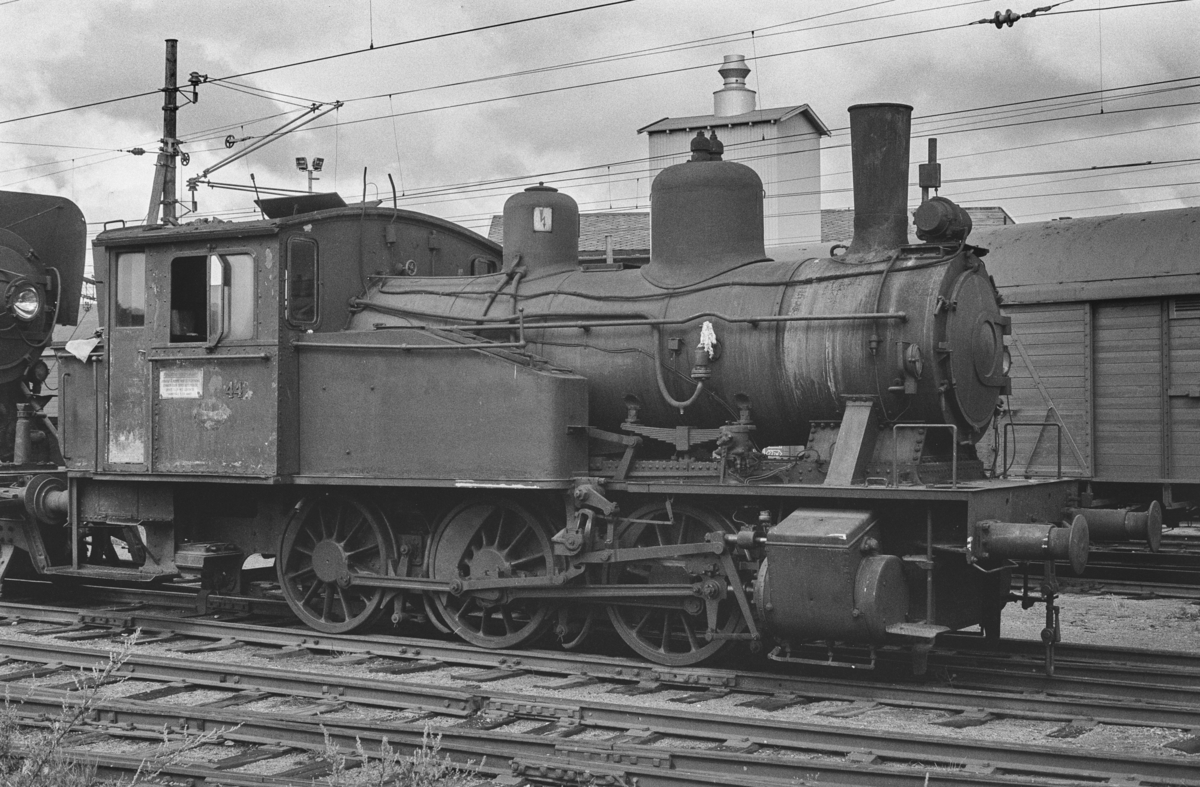 Utrangert damplokomotiv type 23b nr. 441 på Lillestrøm stasjon. Lokomotivet er hensatt og venter på å bli hugget opp.