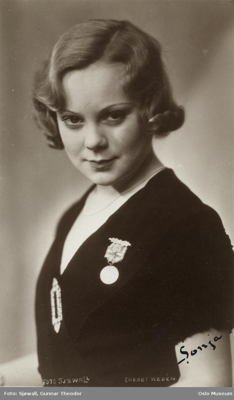 portrett, kvinne, kunstløper, brystbilde, medalje fra hennes første Verdensmesterskap
