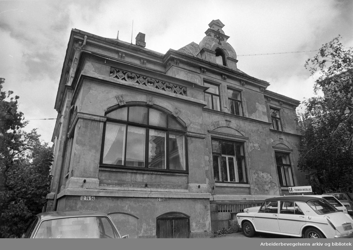 Geitmyrsveien 27. Knut Jahrs villa. August 1976