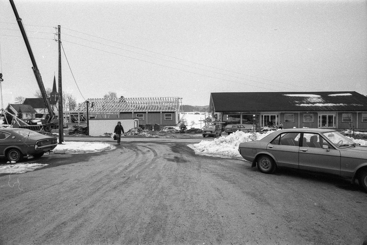 Forretningssenter, kommunale kontorer i Enebakk senter A/S tidligere Barbøl bygg A/S og Enebakk byggesenter A/S. Fotograf: ØB Eklund