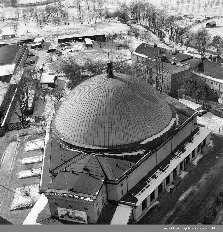 Colosseum kino. Eksteriør. Mars 1957