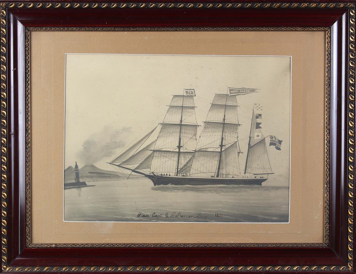 Avfotografert skipsportrett av bark HANS EGEDE, ført av kaptein G. F. Hansen, Bergen. Skipet  har full seilføring, ser havnen Napoli med vulkanen Vesuv i bakgrunnen