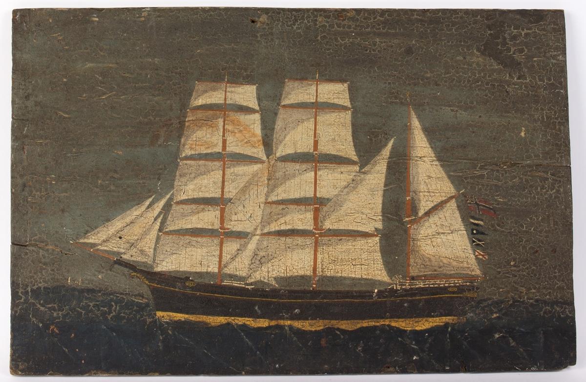 Skipsportrett av bark OXO med full seilføring. Unionsflagget (sildesalaten) akter fra measanmasten.