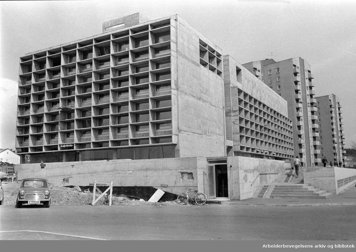 Årvoll samfunnshus. Eksteriør. Mai 1970