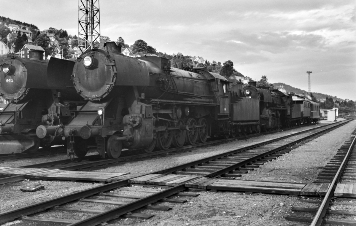 Hensatt damplokomotiv type 63a nr. 5842 på Marienborg.