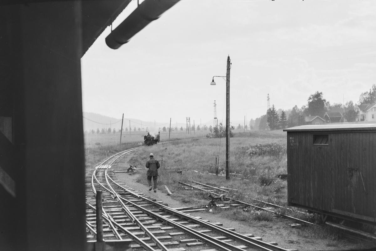 Fra Bjørkelangen stasjon etter Aurskog-Hølandbanens nedleggelse. Mannen på bildet er Sven Giselson.