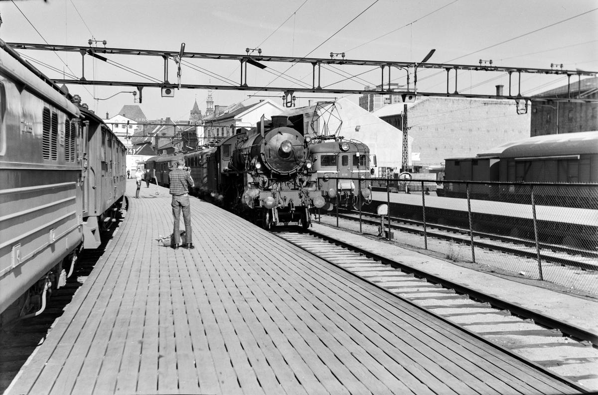 Damplokomotiv type 31b nr. 450 på Oslo Østbanestasjon.